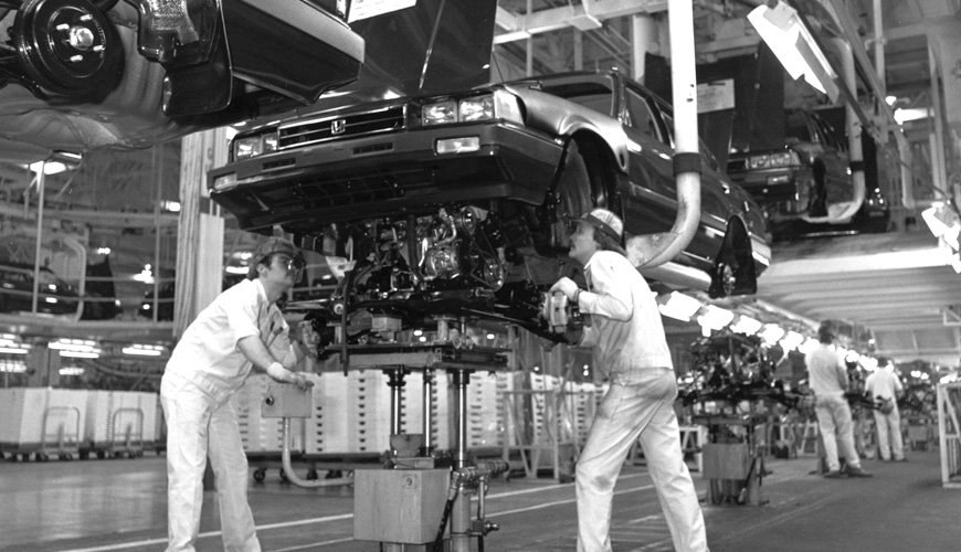 1982 - Installing Engine Block
