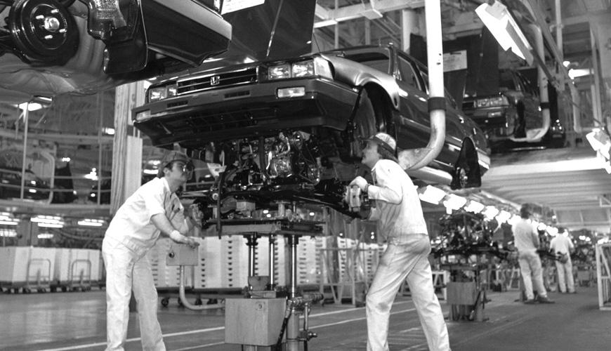 1982 - Installing Engine Block
